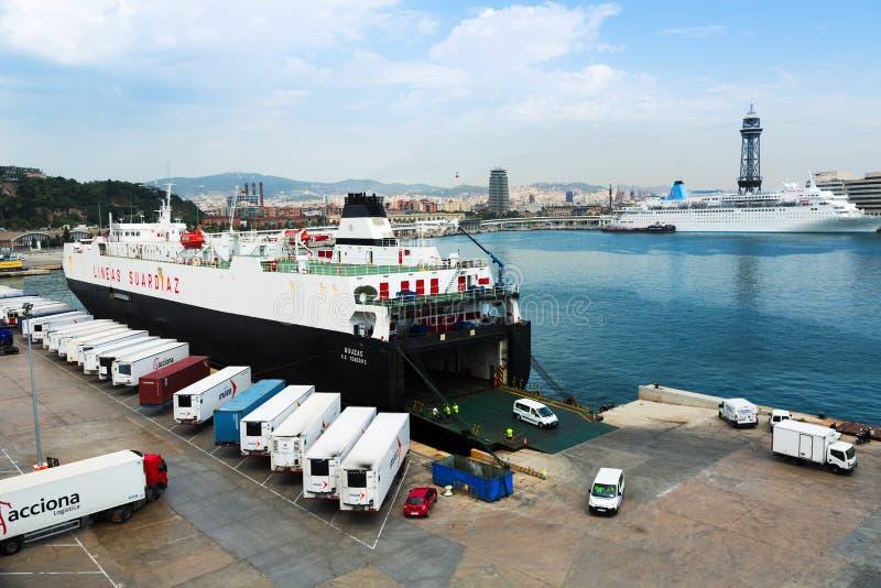 Balsa no porto Vell Barcelona imagem de stock