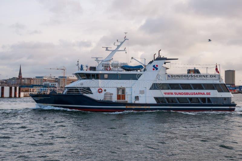 Balsa Pernille de Sundbusserne no porto de Helsingborg imagem de stock royalty free