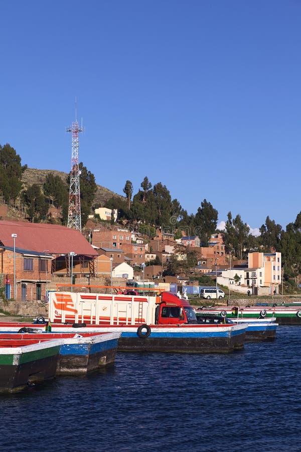 Balsas em Tiquina no lago Titicaca, Bolívia foto de stock royalty free