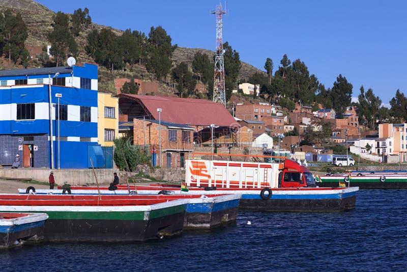 Balsas em Tiquina no lago Titicaca, Bolívia imagem de stock