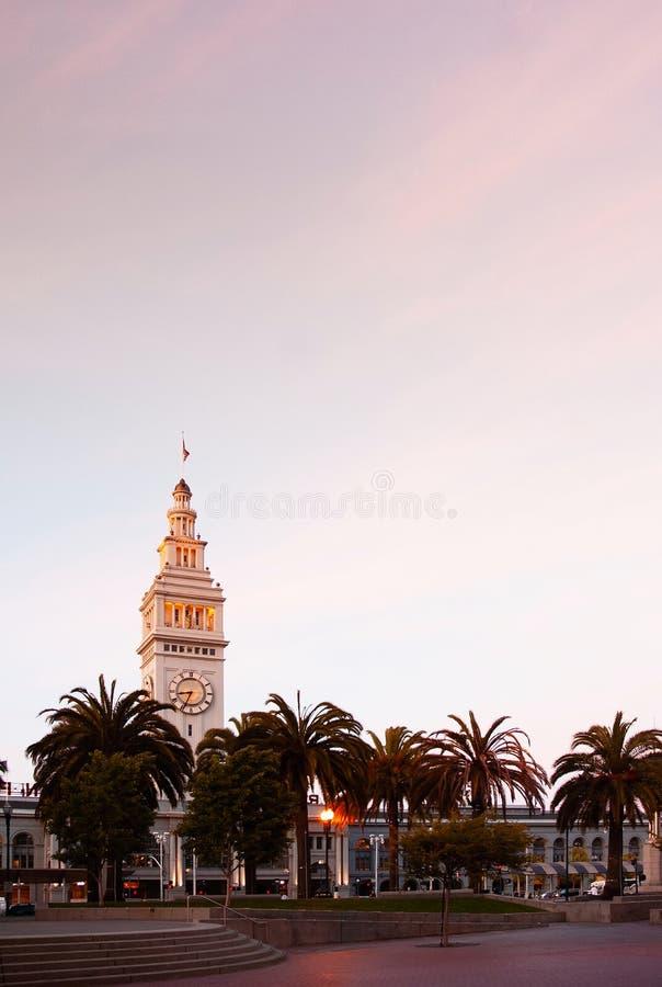 Balsee la torre de reloj del edificio en la tarde de Embarcadero San Francisco imagen de archivo