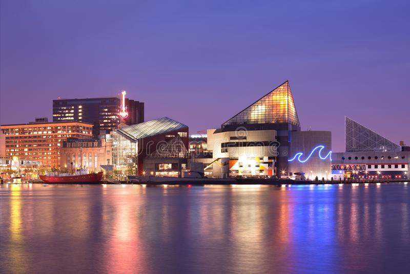 Baltimore-innerer Hafen nachts stockfoto