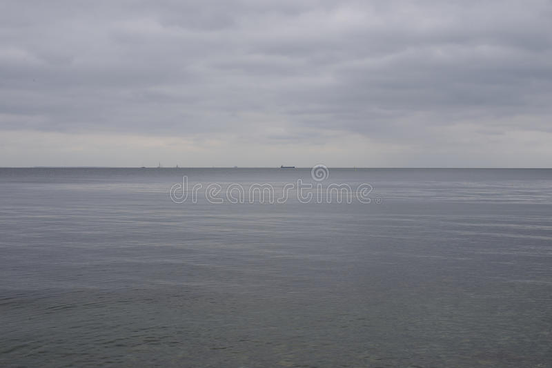 Baltisk seascape med skeppet i avstånd arkivbild