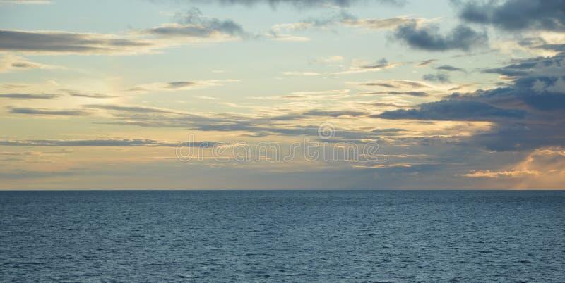 Baltiskt hav nära Estland royaltyfria foton