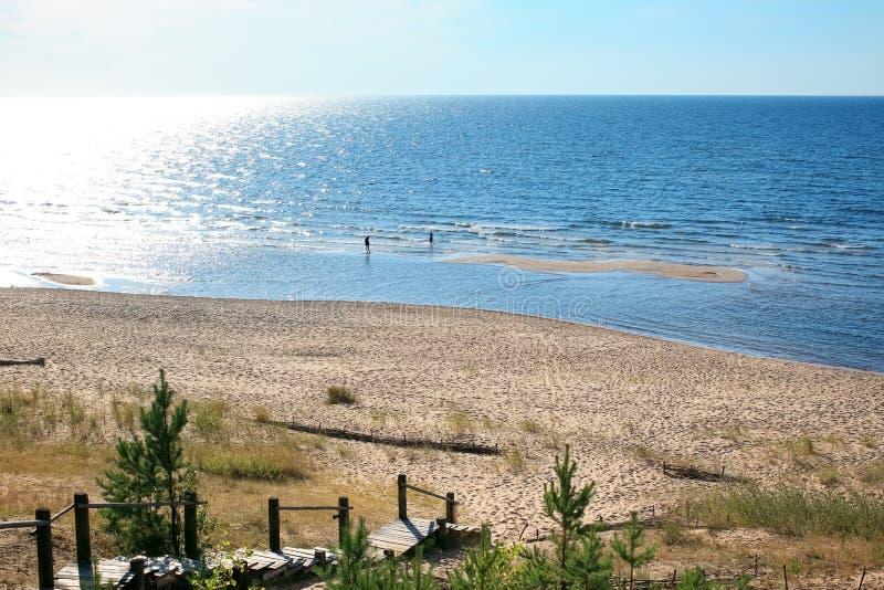 """Baltiskt landskap med den sandiga stranden, Balta kapa - Saulkrasti †""""L royaltyfria bilder"""