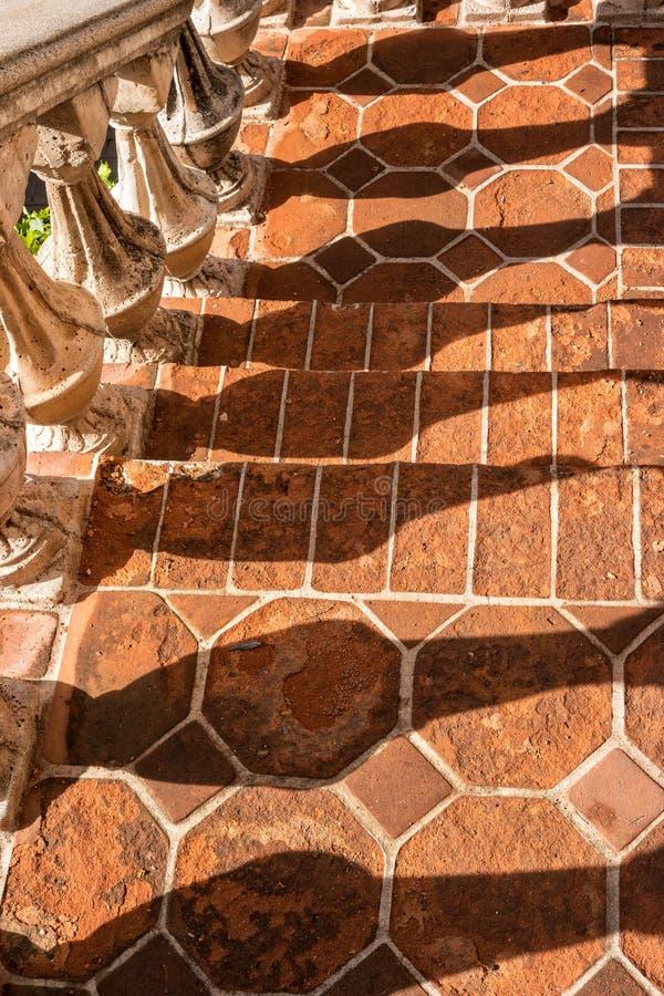 Balusterschaduwen, Tlaquepaque in Sedona, Arizona royalty-vrije stock afbeelding