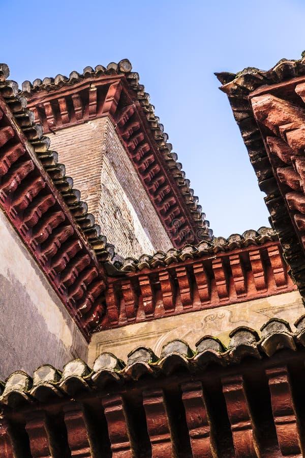 Balustrad- eller taks garnering i Alhambra i Granada, Spanien arkivfoto