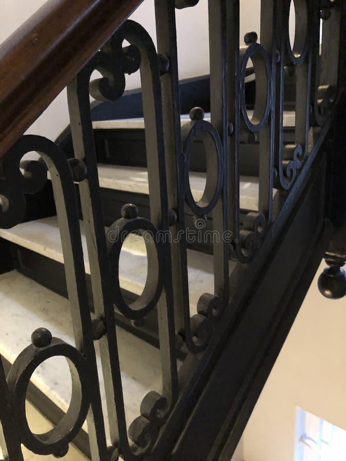 Balustrade d'escalier de fer travaill? photo stock