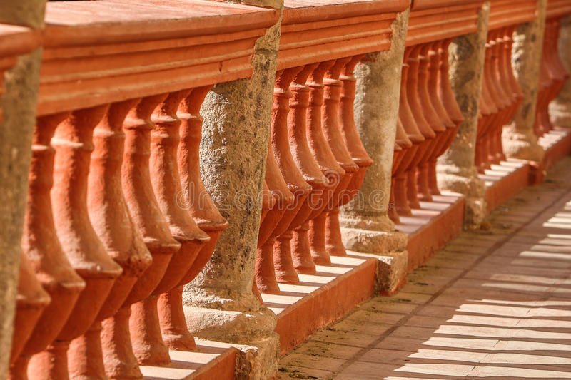 Balustrade en pierre espagnole au Mexique photo stock