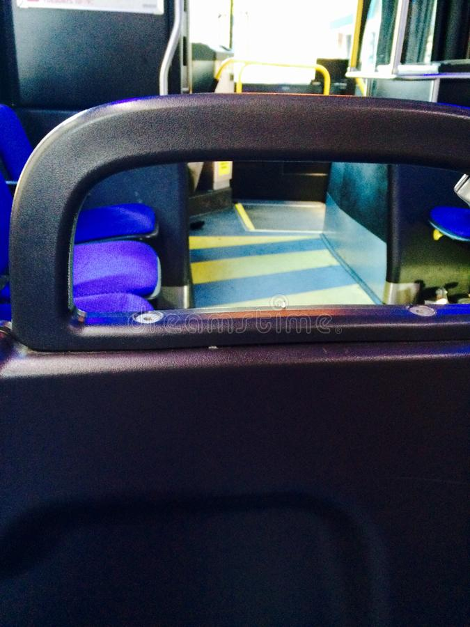 Balustrade sur l'autobus image stock