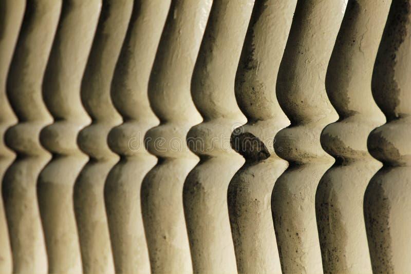 Balustres symétriques de balustrade de plâtre image stock
