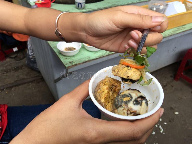 Balut (uovo fertilizzato dell'anatra) immagini stock