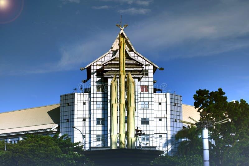 Bambù appuntito in mezzo alla città fotografie stock libere da diritti