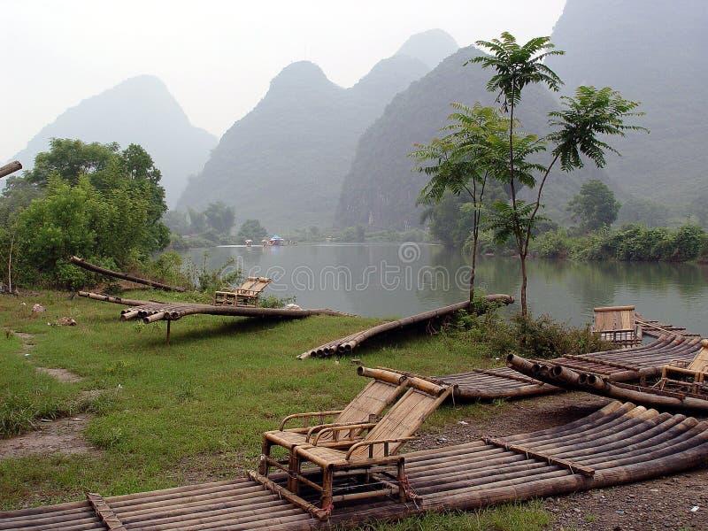 Bambú que transporta en balsa en China fotos de archivo libres de regalías