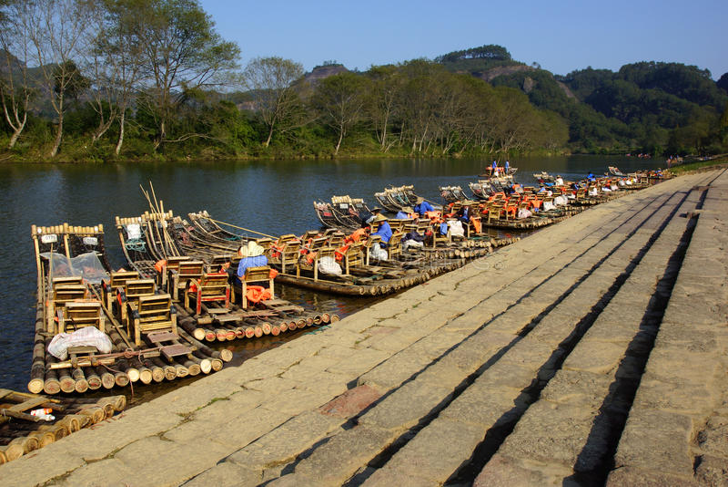 Bambú que transporta en balsa en las montañas de Wuyishan, China imagen de archivo libre de regalías