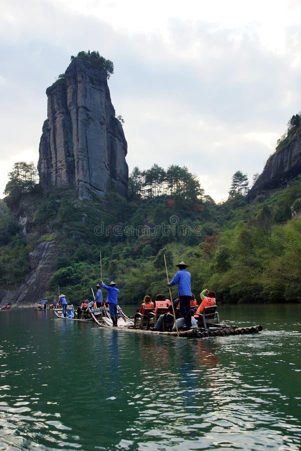 Bambú que transporta en balsa en las montañas de Wuyishan, China fotografía de archivo