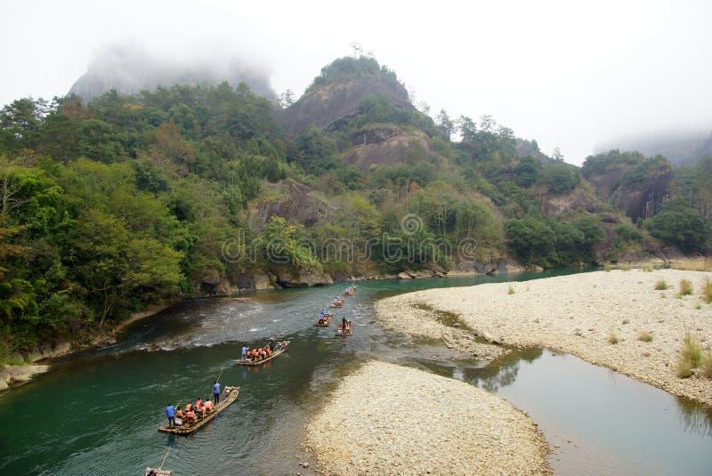 Bambú que transporta en balsa en las montañas de Wuyishan, China imagenes de archivo