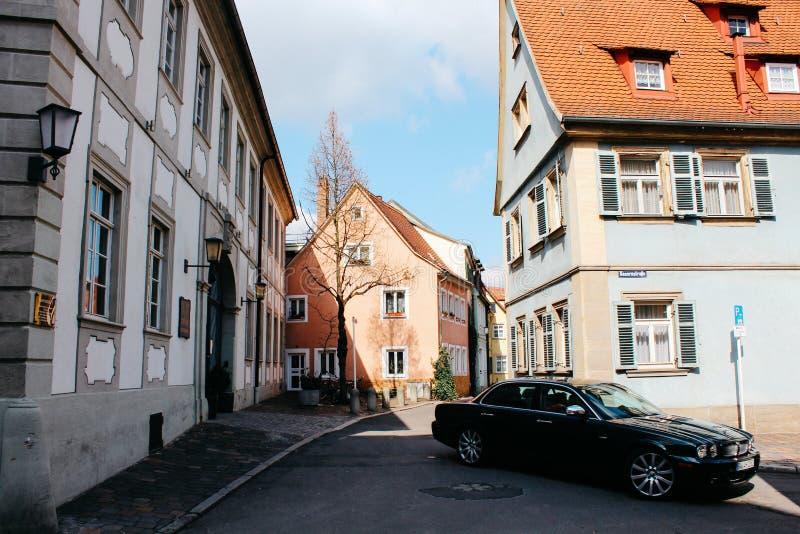 Bamberg, Niemcy - 04 01 2013: widoki ulicy Bamberg w pogodnej pogodzie zdjęcie royalty free