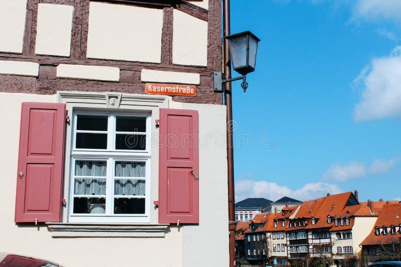 Bamberg, Niemcy - 04 01 2013: widoki ulicy Bamberg w pogodnej pogodzie fotografia stock