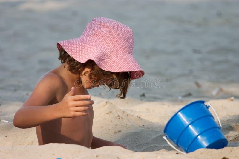 Download Bambina immagine stock. Immagine di gioco, piccolo, cappello - 217541