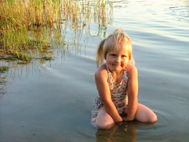 Download Bambina fotografia stock. Immagine di lovable, bello, fiume - 222140