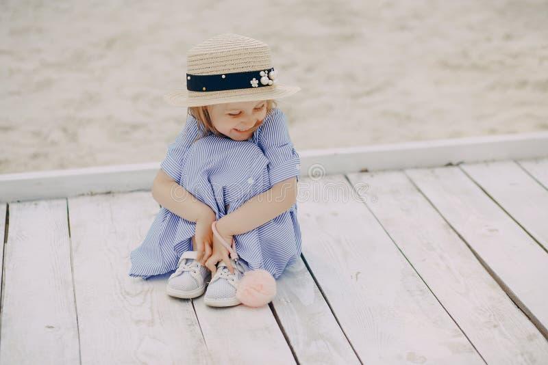 Download Bambina adorabile immagine stock. Immagine di ragazza - 117976559