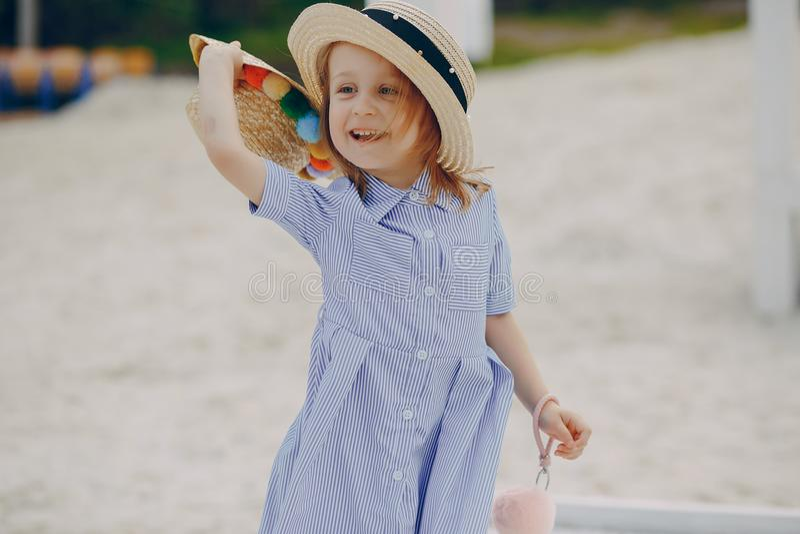 Download Bambina adorabile fotografia stock. Immagine di felice - 117976614
