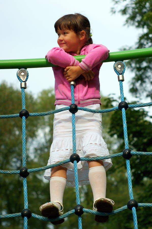 Bambina al campo da giuoco immagini stock libere da diritti