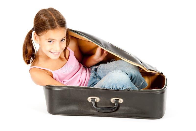 Bambina all'interno di una valigia fotografia stock