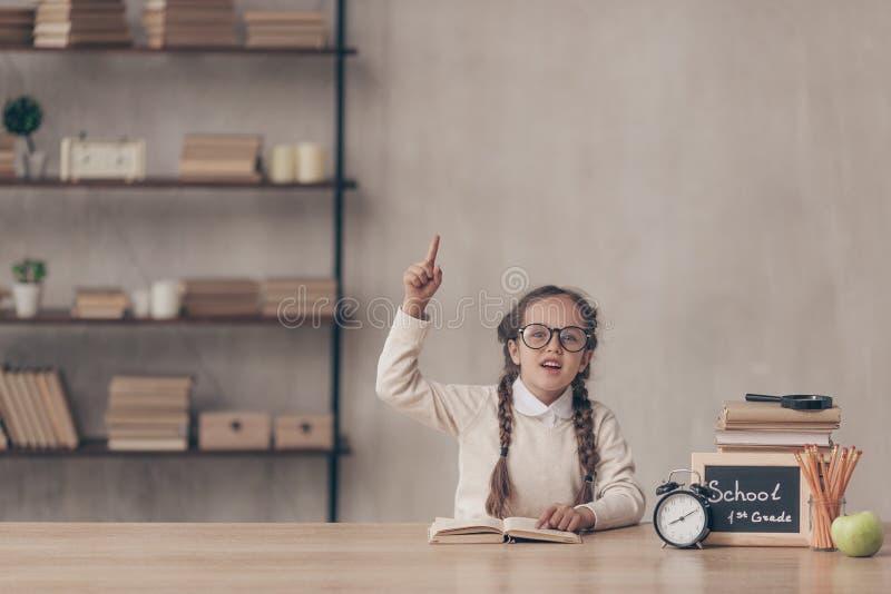 Bambina annoiata in studio immagini stock libere da diritti