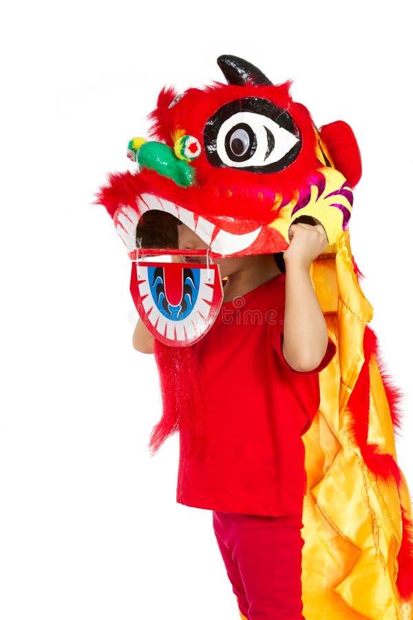 Bambina asiatica in cinese Lion Custome Dance During Chinese N immagine stock libera da diritti