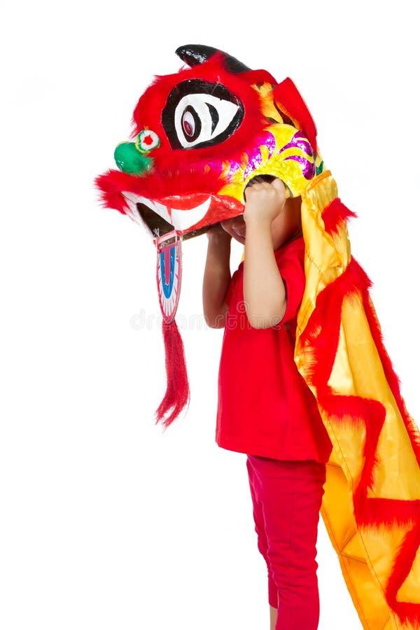 Bambina asiatica in cinese Lion Custome Dance During Chinese N fotografie stock libere da diritti