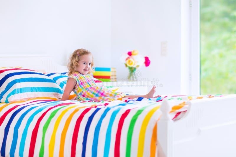 Bambina in base fotografie stock libere da diritti