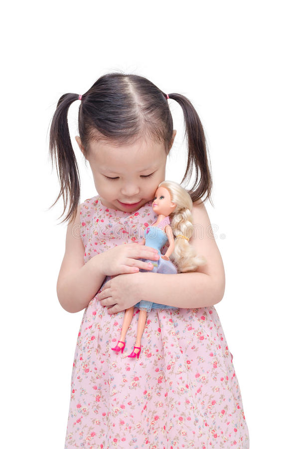 Bambina che gioca con la bambola sopra bianco fotografie stock