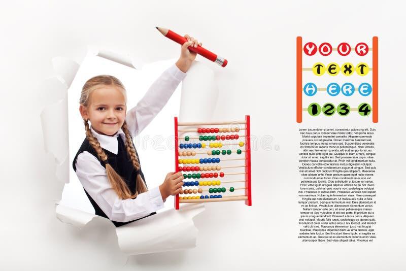 Bambina che prepara ritornare a scuola fotografia stock