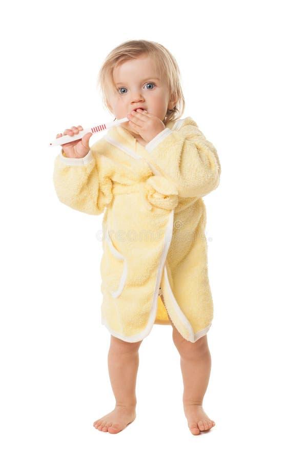 Bambina che pulisce i suoi denti isolati immagini stock libere da diritti