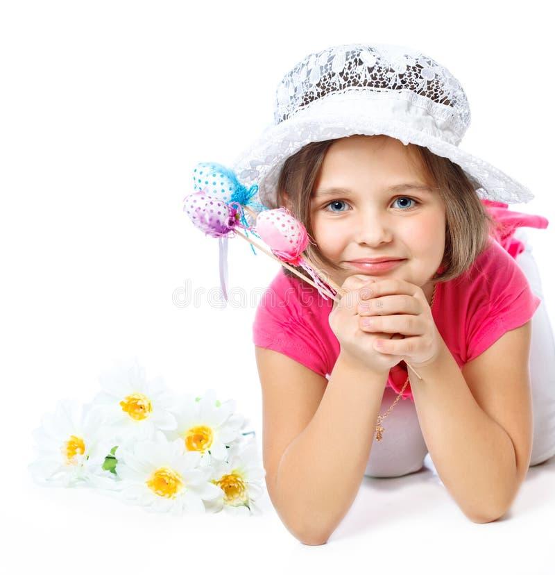 Bambina che tiene le uova di Pasqua, festa, Pasqua fotografie stock libere da diritti