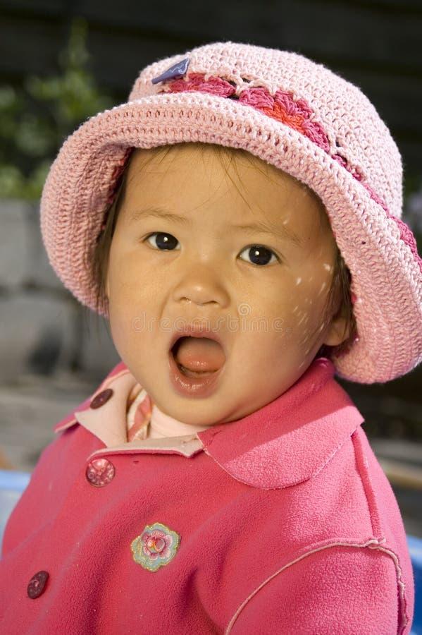 Bambina con il cappello fotografie stock libere da diritti