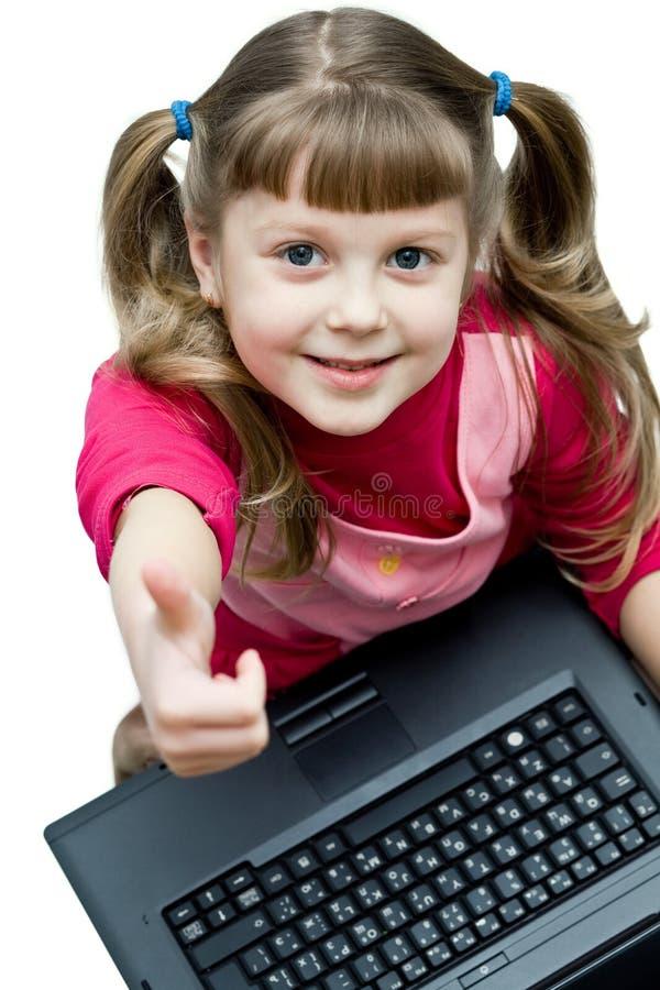 Bambina con il computer portatile fotografie stock