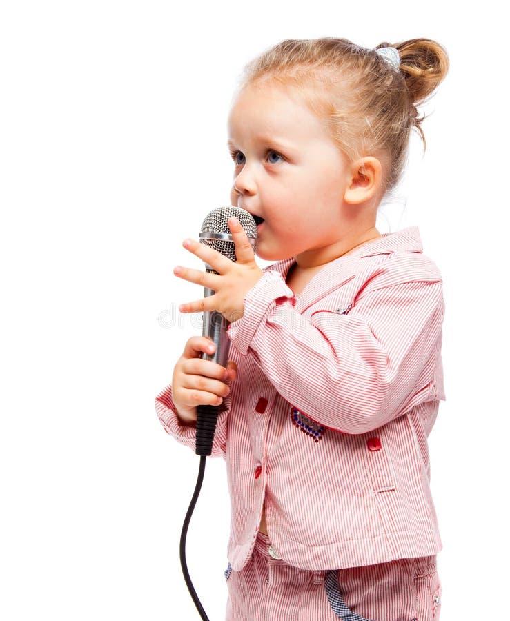 Bambina con il microfono immagini stock