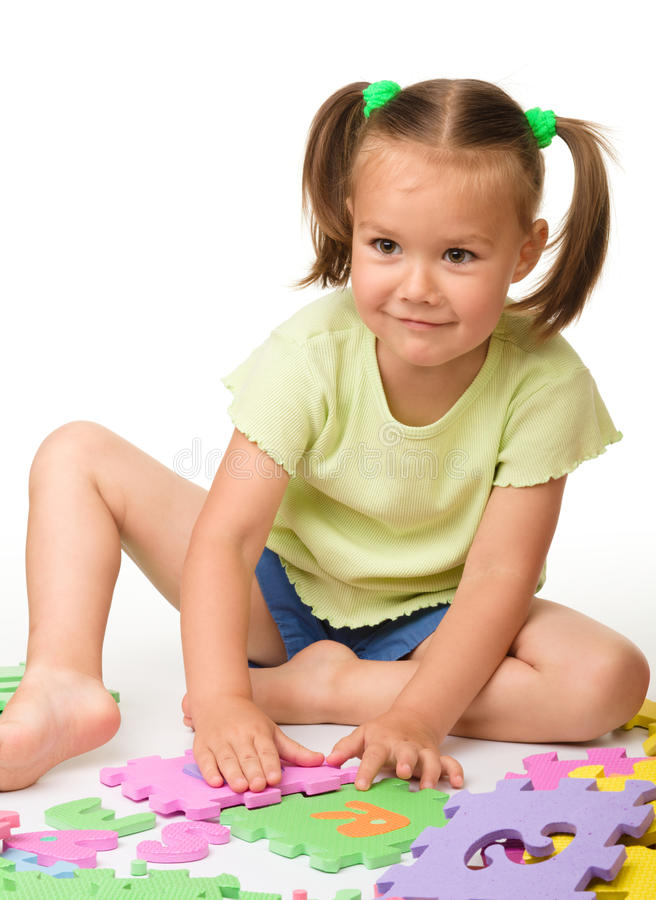 Bambina con l'alfabeto fotografia stock