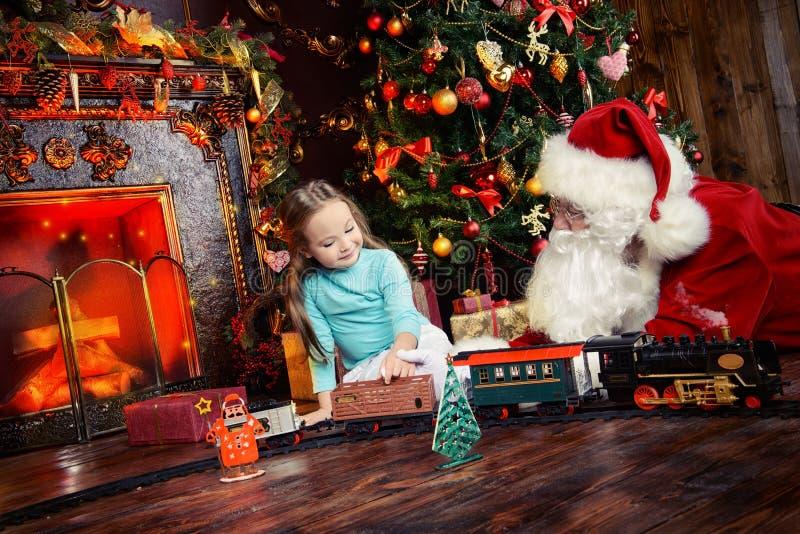 Bambina con Santa fotografia stock