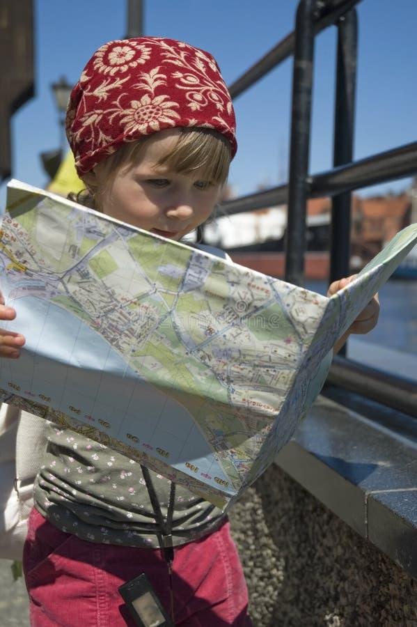 Bambina con un programma della città. corsa fotografia stock libera da diritti