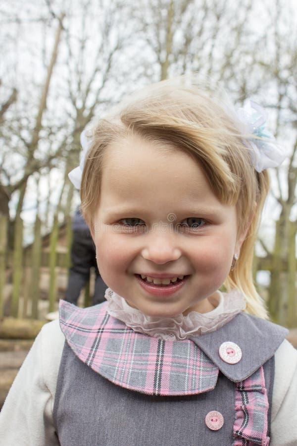 Bambina del villaggio del ritratto fotografia stock libera da diritti