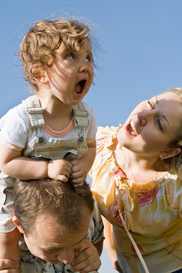 Bambina e la sua mamma che gridano fotografie stock libere da diritti