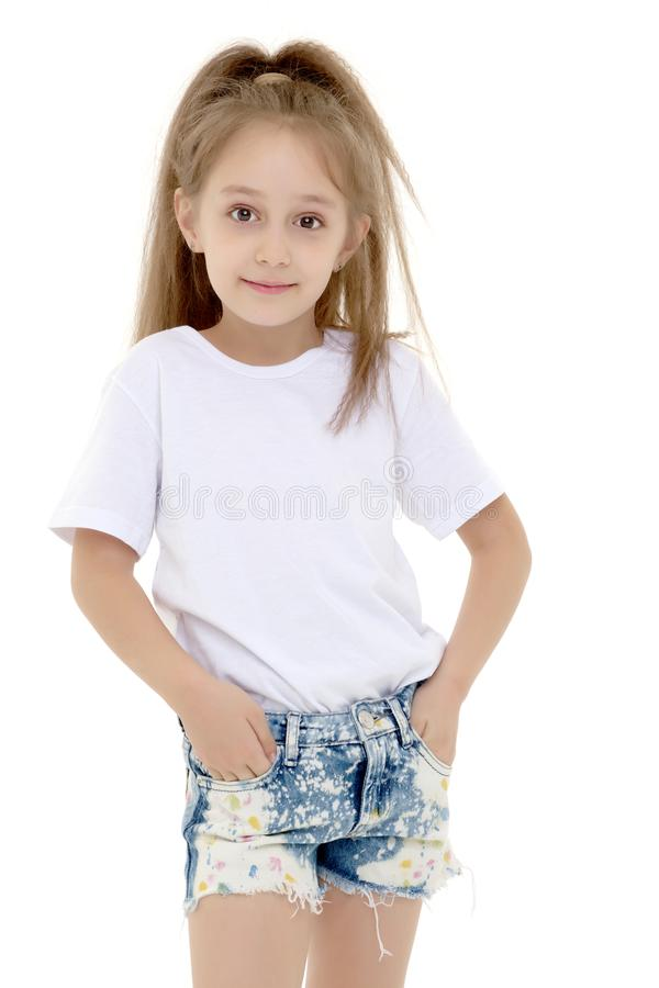 Bambina emozionale in una maglietta bianca pulita immagini stock libere da diritti