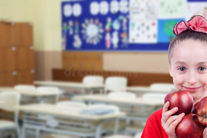 Bambina nella classe fotografie stock
