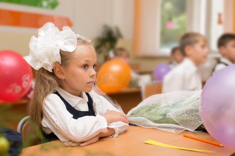 Bambina per la prima volta a scuola immagini stock libere da diritti