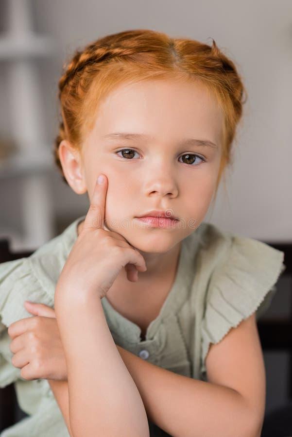 Bambina premurosa fotografie stock libere da diritti