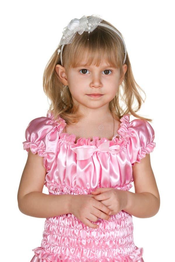 Bambina premurosa nel rosa immagine stock libera da diritti